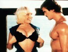 """""""Beach Girls"""": Er hat augenscheinlich noch nie Brüste gesehen - außer seinen eigenen..."""