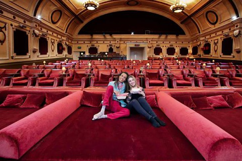 cinema-double-beds